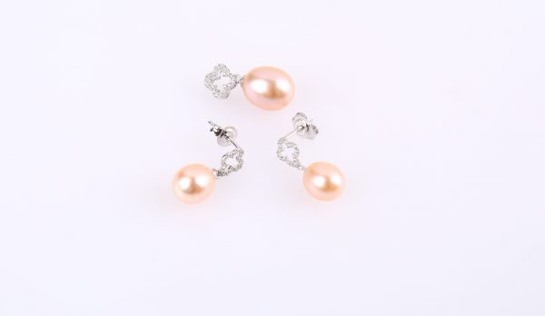 pearl earring and pendant set