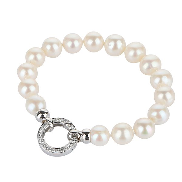 classical white pearl bracelet with beautiful clasp
